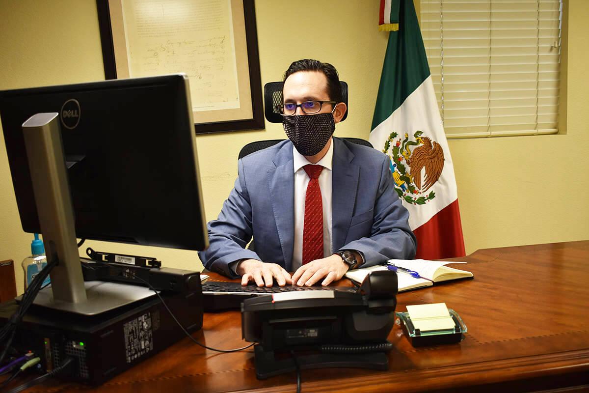 Fotografía de archivo del cónsul de México en Las Vegas, Julián Escutia. [Foto Anthony Avel ...