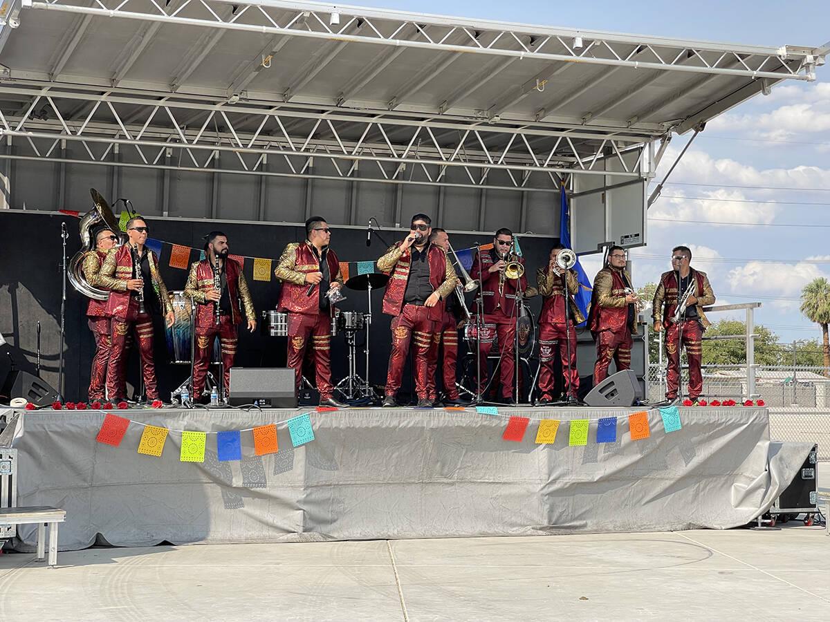 """La Banda Zacatecana de Don Tony Flores celebró el """"Heritage Month Festival"""". El sábado 18 ..."""