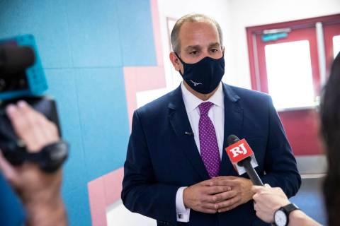 El superintendente del Distrito Escolar del Condado Clark, el doctor Jesús Jara, durante una v ...