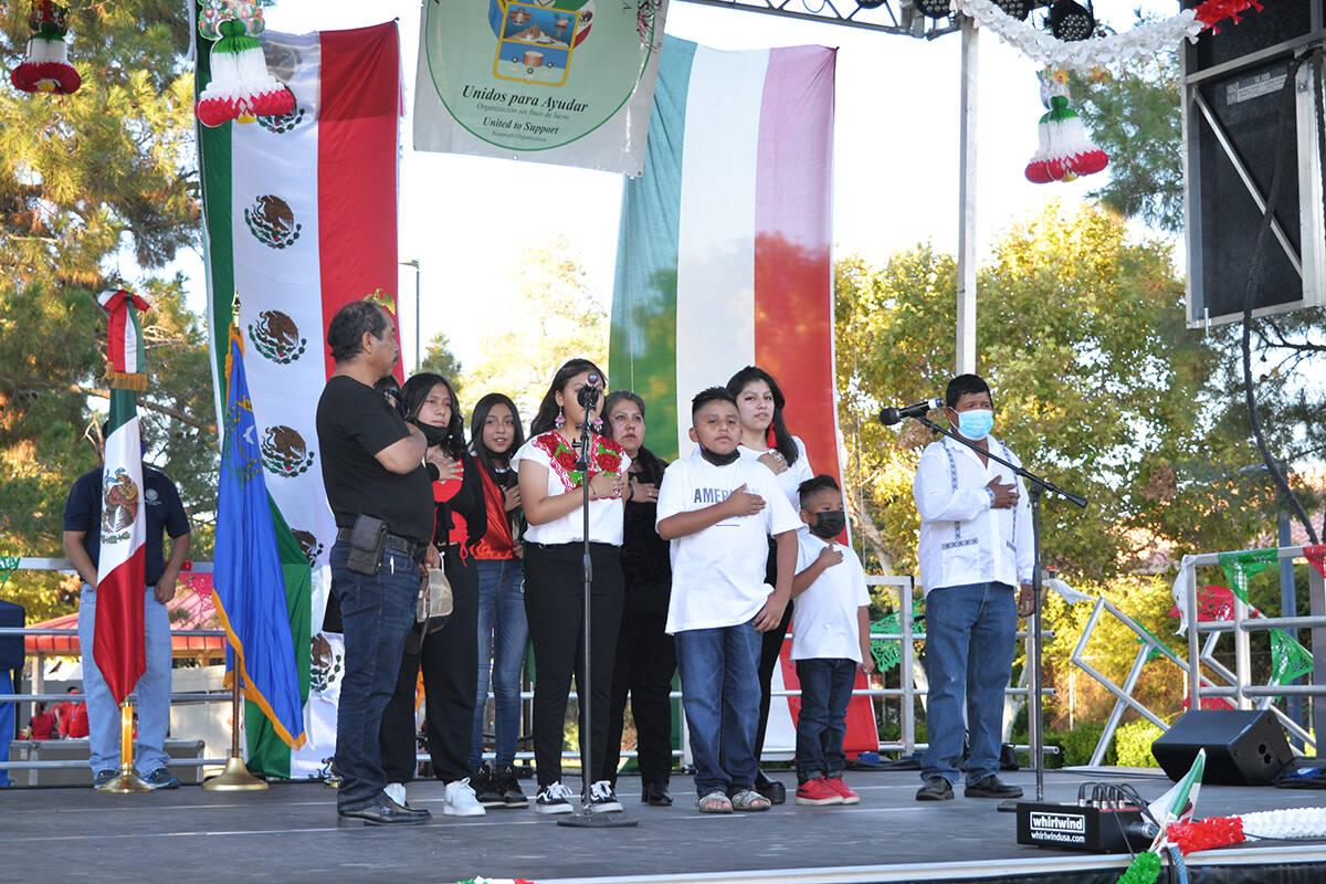 El coro de la Federación Hidalguense en Las Vegas Nevada, entonó el himno nacional mexicano e ...