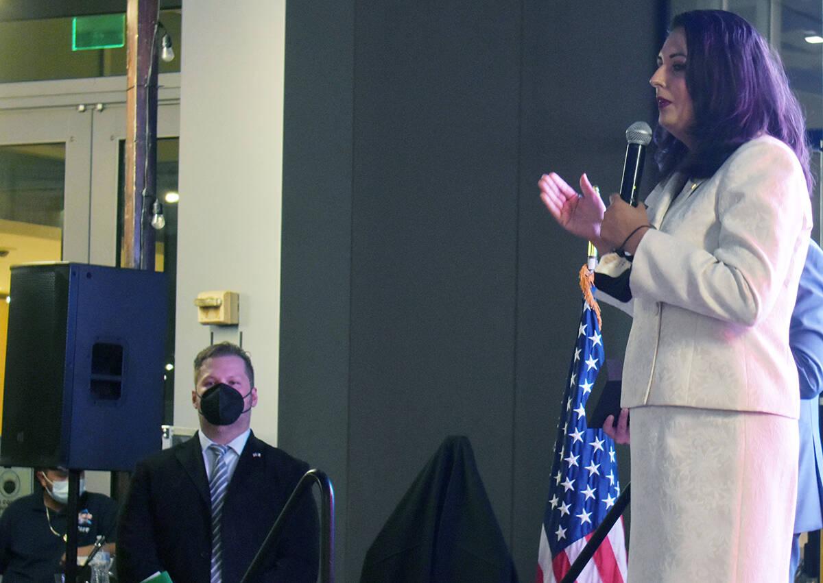 La concejal por el Distrito 3 del Ayuntamiento de Las Vegas, Olivia Díaz dándole la bienvenid ...