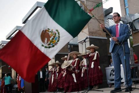 El cónsul de México, Julián Escutia, ondeando la bandera después la ceremonia de El Grito. ...