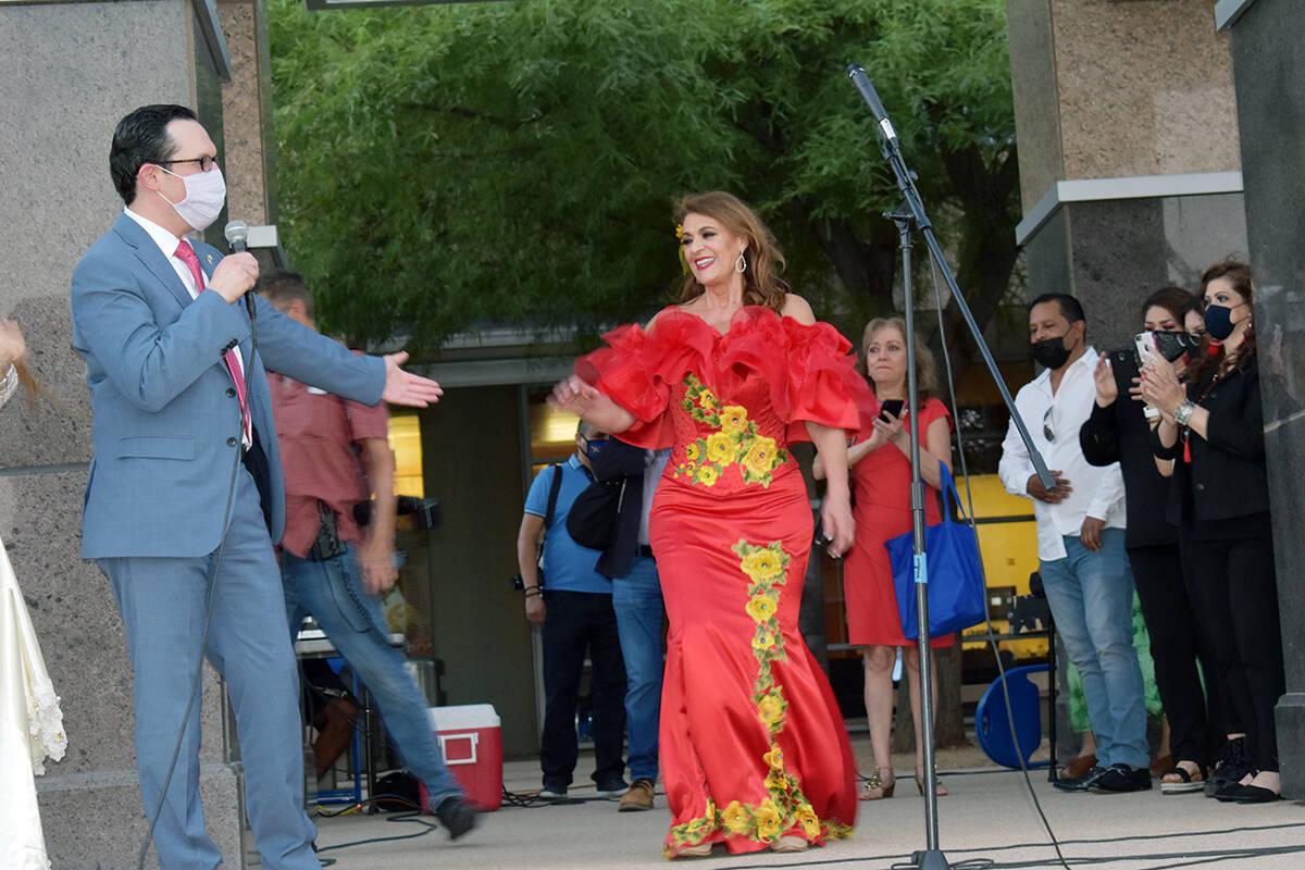 La madrina del evento fue la actriz y cantante Rosa Gloria Chagoyán. El miércoles 15 de septi ...