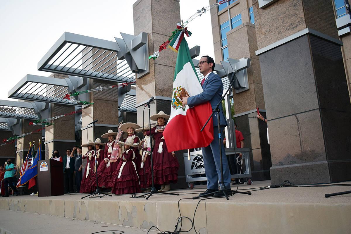 La bandera tricolor detenida por el cónsul de México. El miércoles 15 de septiembre de 2021 ...