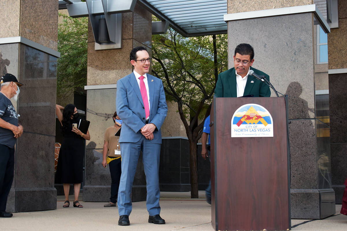 El concejal Barrón realizó un agradecimiento especial al cónsul de México, Julián Escutia ...