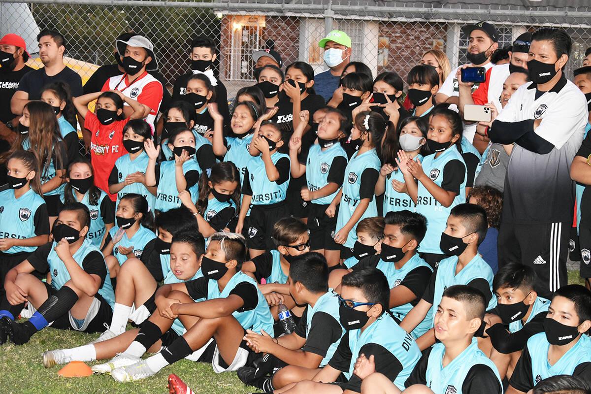 Decenas de niños disfrutaron de un evento comunitario organizado por la MLS y Liga MX, como pa ...