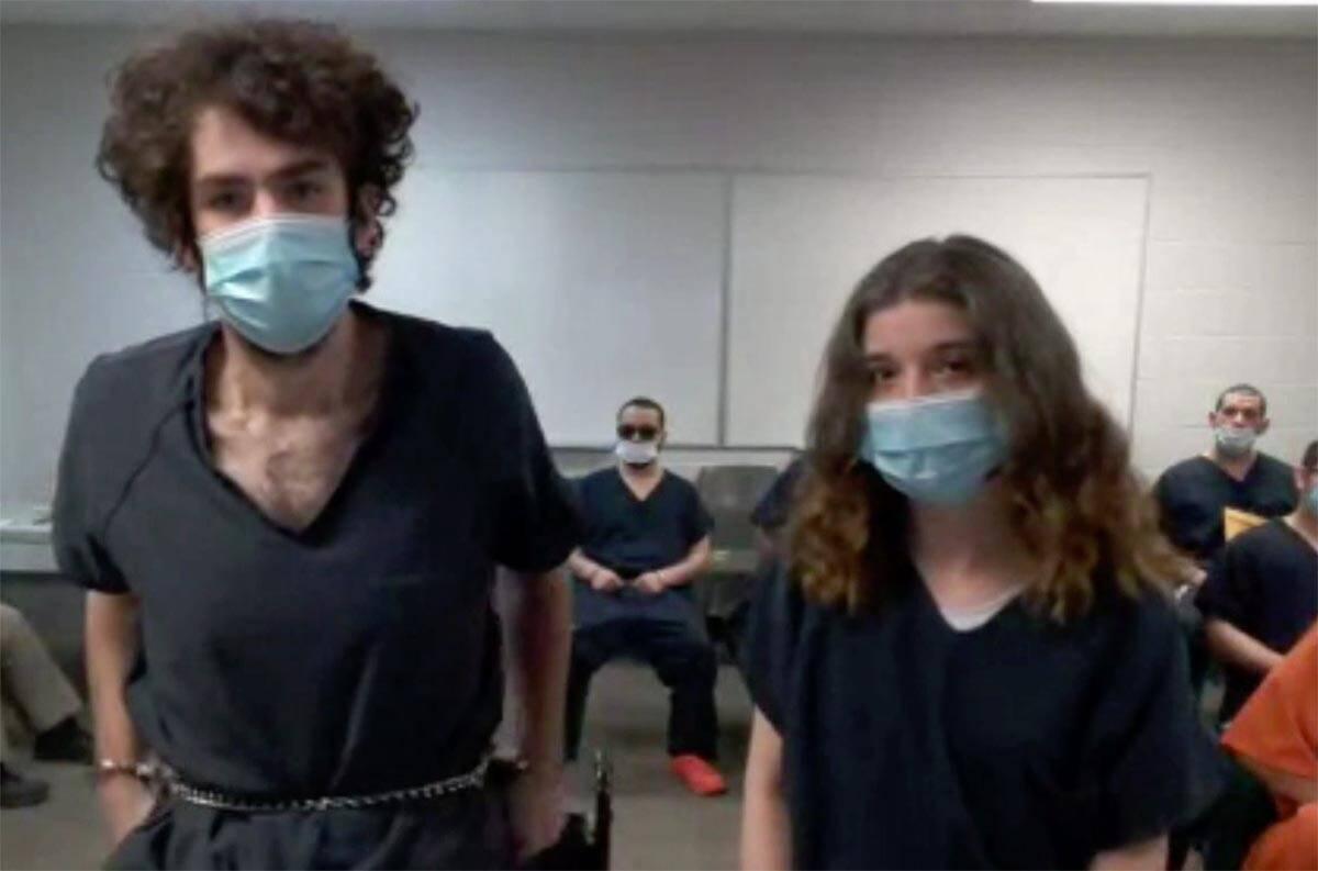Shawn McDonnell, a la izquierda, y Kayleigh Lewis, acusados de un tiroteo en dos estados, se en ...
