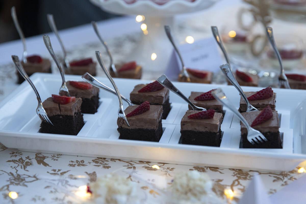 Pastel de chocolate de KeriSweets en el evento Night en Blanc en Las Vegas Ranch el jueves 23 d ...
