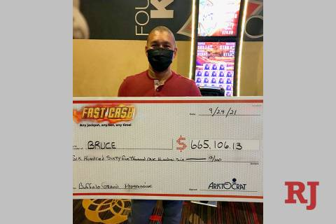 Bruce, un visitante de San Diego, ganó un premio mayor progresivo de 665,106 dólares con una ...