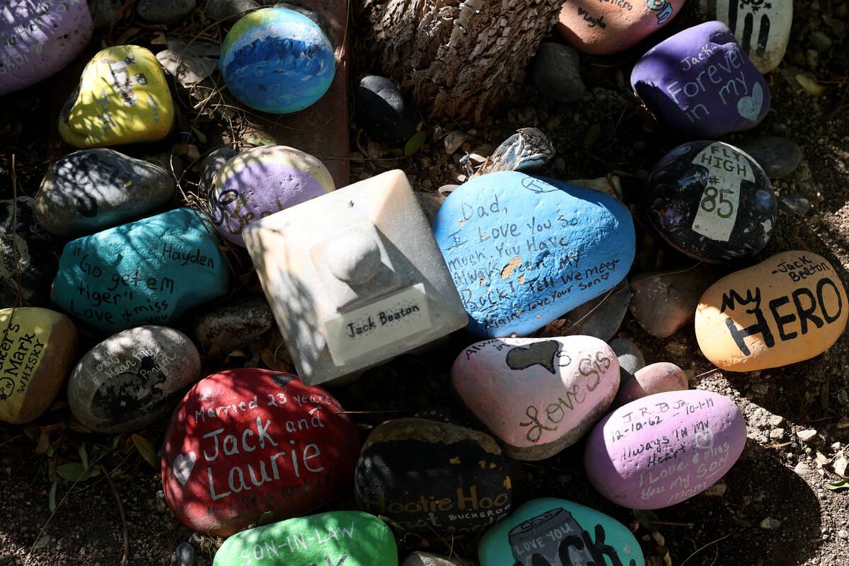 Una dedicatoria para la víctima del tiroteo en el festival Route 91 Harvest, Jack Beaton, en e ...