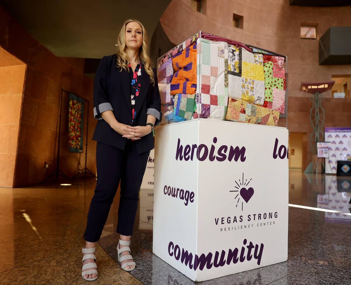 Tennille Pereira, directora de Vegas Strong Resiliency Center, con una exposición que incluye ...