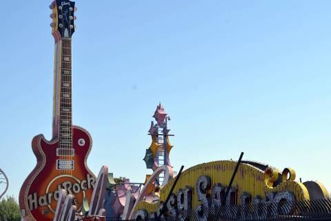 Ofrece The Neon Museum Visitas guiadas -en español-, en Neon Boneyard celebrando el Mes de la ...