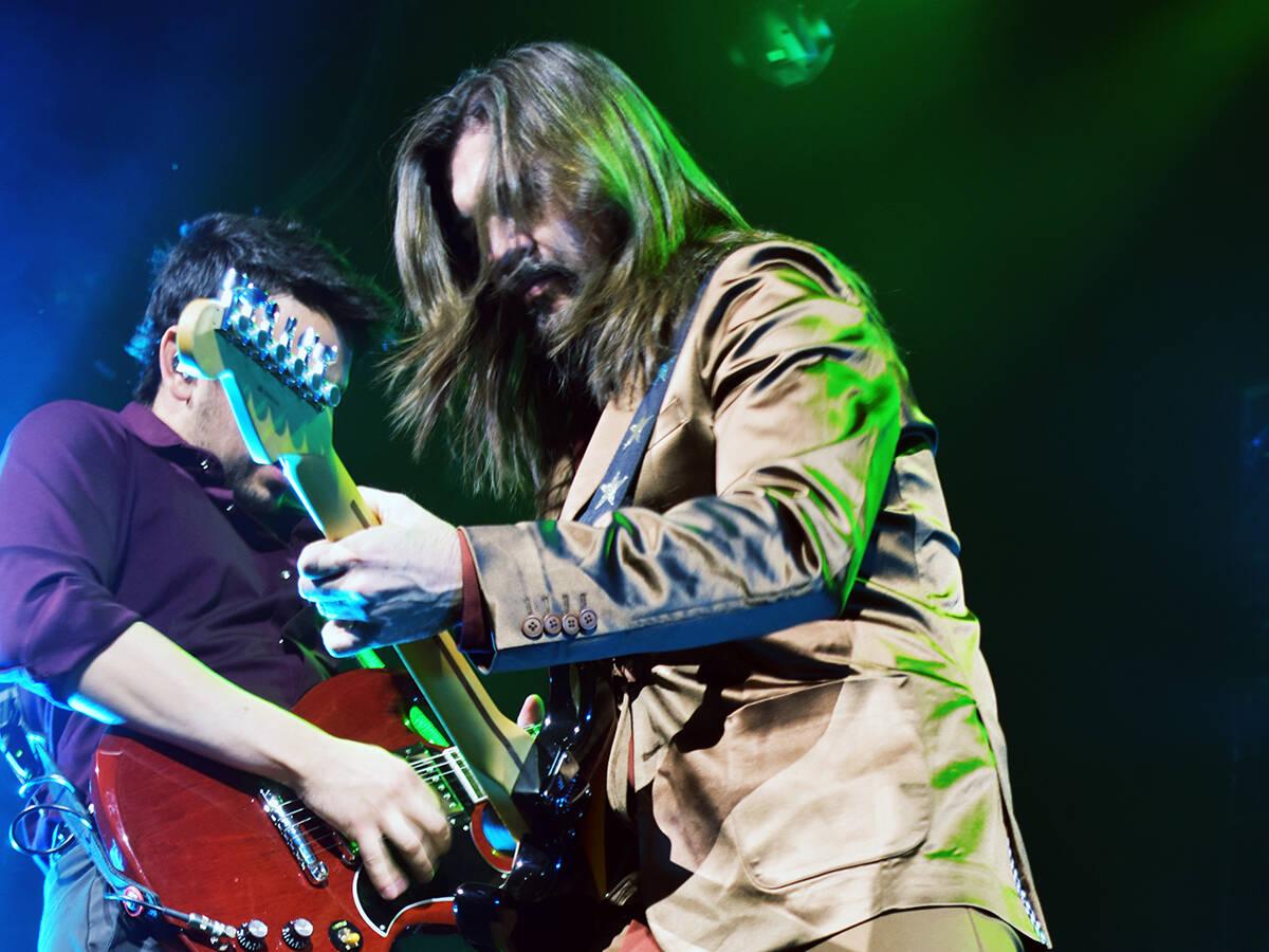 """El cantante colombiano Juanes transportó a su público de Las Vegas, a la era de los años """" ..."""