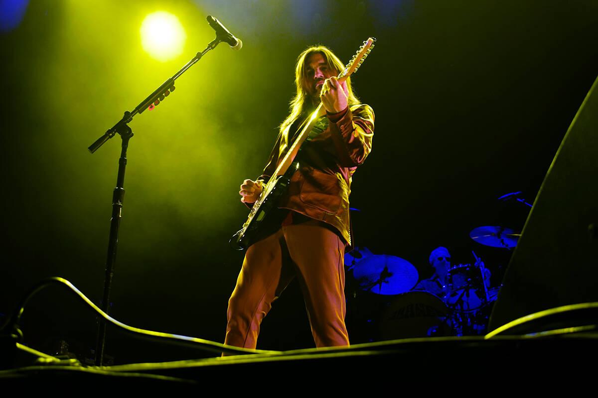 Juanes le canto e hizo cantar a su público en el concierto. El viernes 1 de octubre de 2021 en ...