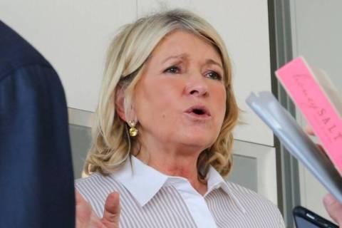 Martha Stewart habla con la gente durante una sesión de preguntas y respuestas durante la Mart ...