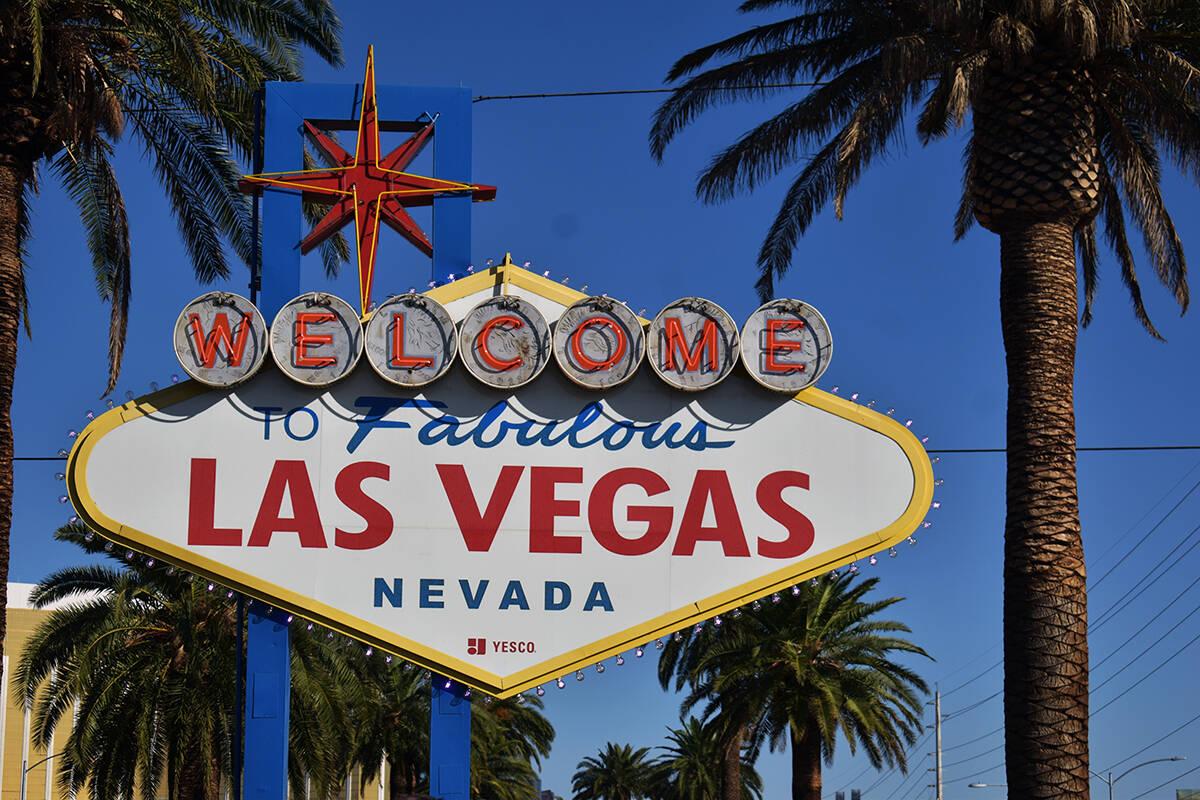 """Las luces de los focos (bombillas) del letrero de """"Welcome to Fabulous"""" Las Vegas cambiaron ..."""