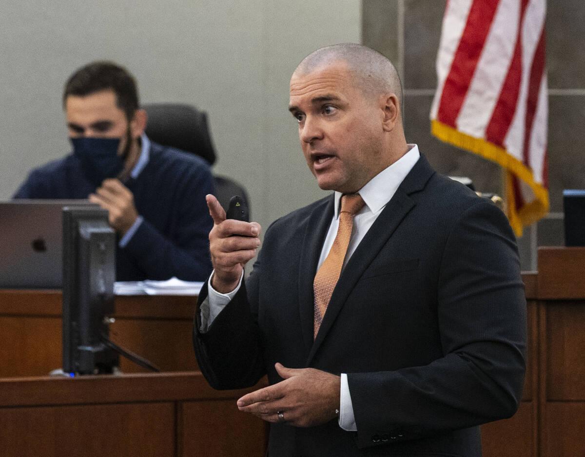 El fiscal John Giordani presenta sus argumentos finales durante el juicio por asesinato de Cort ...