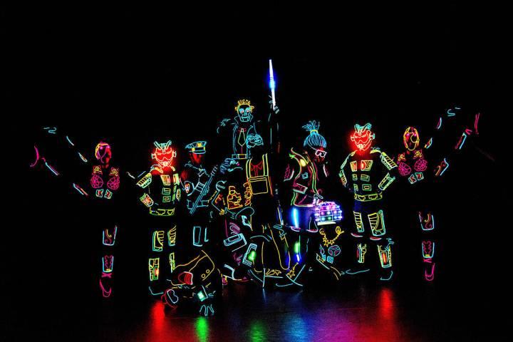 """El nuevo show """"iLuminate"""" está lleno de colores, música, baile y tecnología. El jueves 1 ..."""