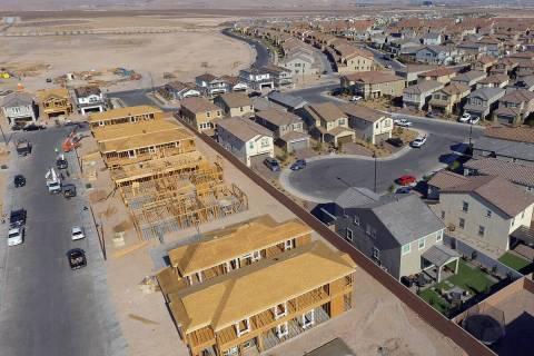 Una vista aérea de las nuevas viviendas en construcción cerca de Democracy Drive y Palindrom ...